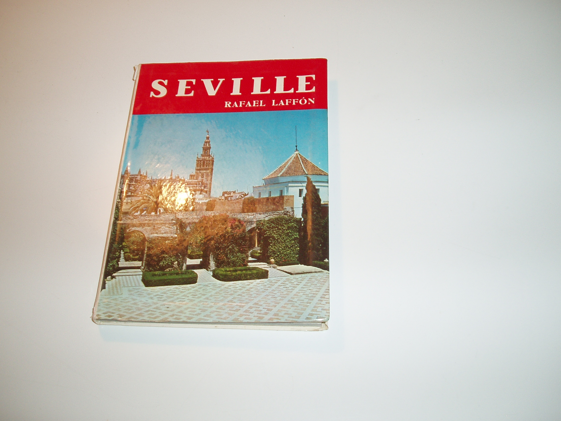 Seville. Engelsk tekst, mange sort-hvide illustrationer, bykort